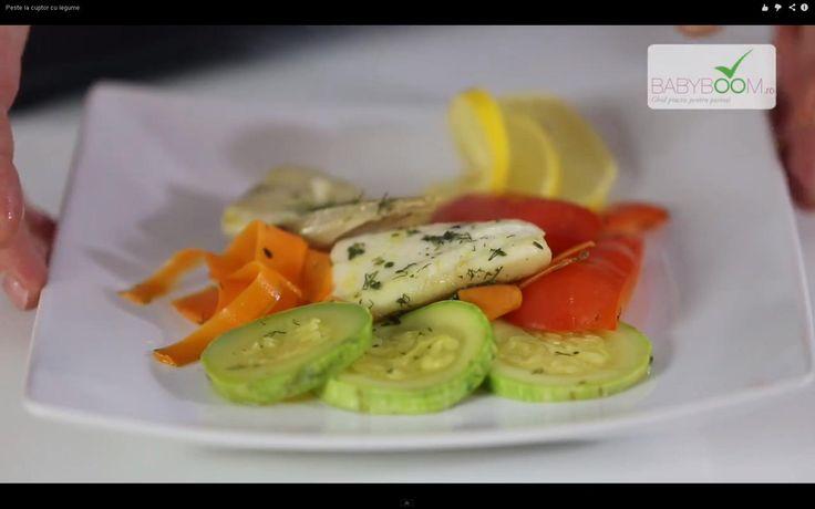Peşte la cuptor cu legume.  Reţeta o puteţi găsi aici în format text dar şi video: http://www.babyboom.ro/peste-la-cuptor-cu-legume/