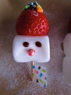 Da Washoku Kitchen: Strawberry & Marshmallow Snowman! マシュマロのスノーマン