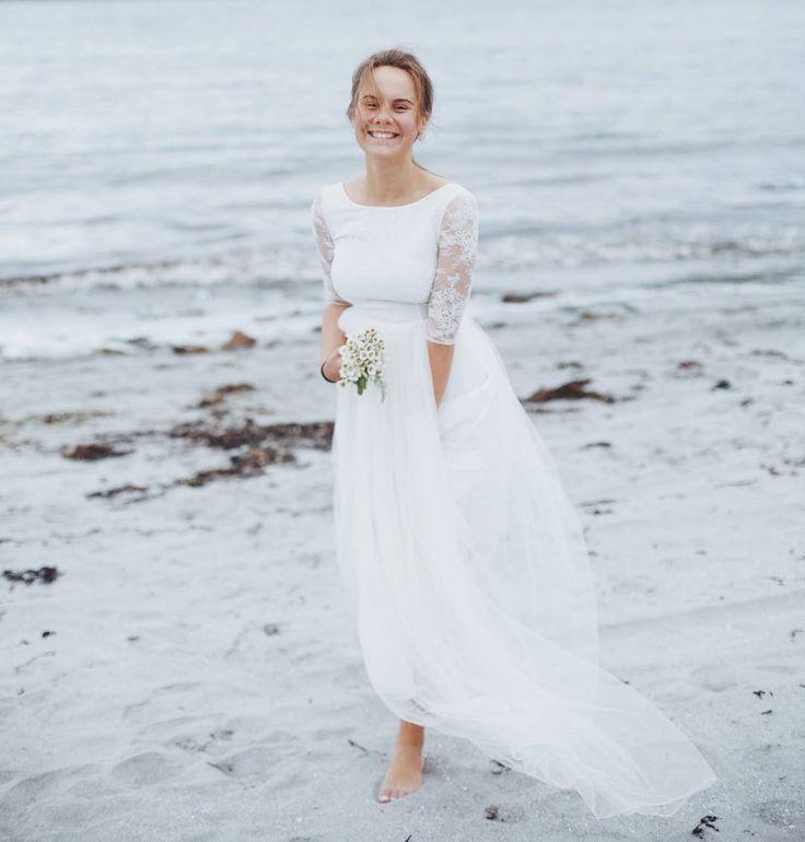 """��Платье недели�� ����-50%���� 14500 вместо 29000 руб�� Снова понедельник, и мы представляем платье """"Молочные цветы"""" размер 42-44. Утонченное и изящное, молочного оттенка. С кружевным верхом, прозрачными рукавами, открытой спинкой и легкой фатиновой юбкой ��  Подойдёт, тем кто любит простоту и лаконичность, а так же, как втрое платье невесты �� �� Всю неделю со скидкой ��50%�� это ��14500�� ���� Успей записаться на примерку на этой неделе по телефону 89215706999☎  Ждем вас в гости, милые…"""