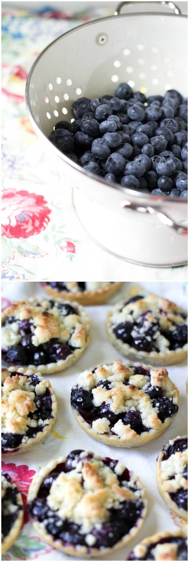 This lemon blueberry crisp recipe is perfect for summer! Make these individual pies in mason jar lids. These are so cute and are great for parties! via @diy_candy