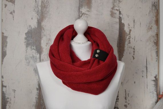 #ChunkyScarf #WinterScarf #KnitwearScarf #ScarfWithBand #WinterSale #ValentinesGift #InfinityScarf #RedSnood #DoubleLoop #AtelierWhiteMouse