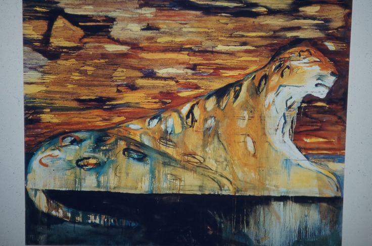 """""""Night Leopard"""", 1987 Leena Luostarinen - """"Yöleopardi"""" - Leena Luostarisen maalauksissa käsittelemistään aiheista tunnetuimpiin kuuluvat suurikokoiset, uljasprofiiliset, lepäävät kissaeläimet. Muita aiheita ovat iibislinnut, sfinksit ja kukat."""