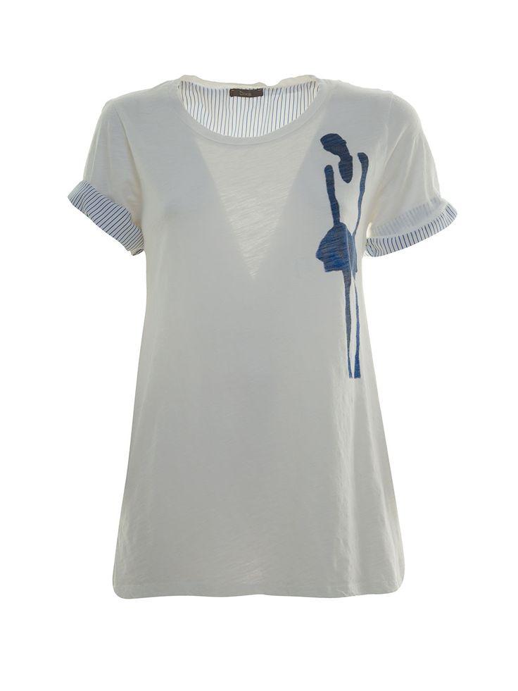 T-shirt con fantasia laterale per distogliere l'attenzione dall'addome e dai fianchi Side printed t-shirt to drive attention away from hips and belly.