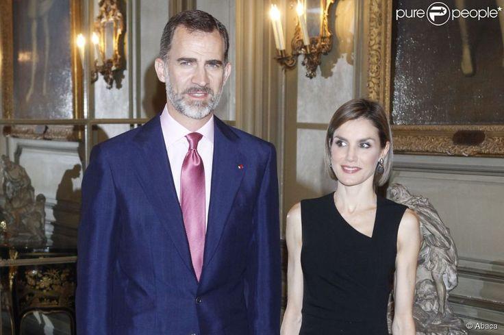 Le roi Felipe VI et la reine Letizia d'Espagne lors d'une réception à l'ambassade d'Espagne à Paris le 3 juin 2015, lors de leur visite d'Etat en France.