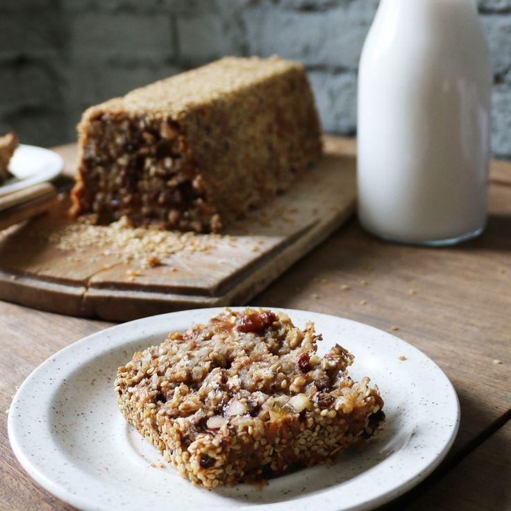 Deze week verraste een goede vriendin me aangenaam! Ze had zelf iets lekkers gemaakt voor bij de koffie. Ik nam een hap van een onwijs lekkere – ja, hoe zal ik het noemen? – koek, cake, brood. Het was