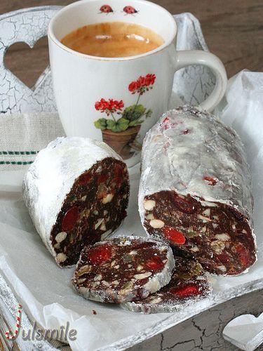 Шоколадная колбаса. 500г печенья 50г изюма+ 50 г вишневых цукатов, сухофрукты вымочила в роме 70г миндаля 100 мл. молока 100 г сливочного масла 70 г черного шоколада 3 ст.л. какао