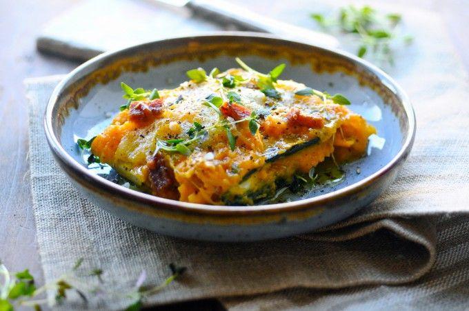 Sund Lasagne Opskrift Med Squash Plader. En herlig opskrift for hele familien. En sund lasagne, der er let at lave og altid populær hos store og små!