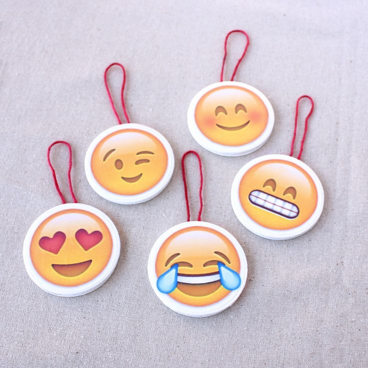 How cute are these DIY Emoji Christmas Ornaments?