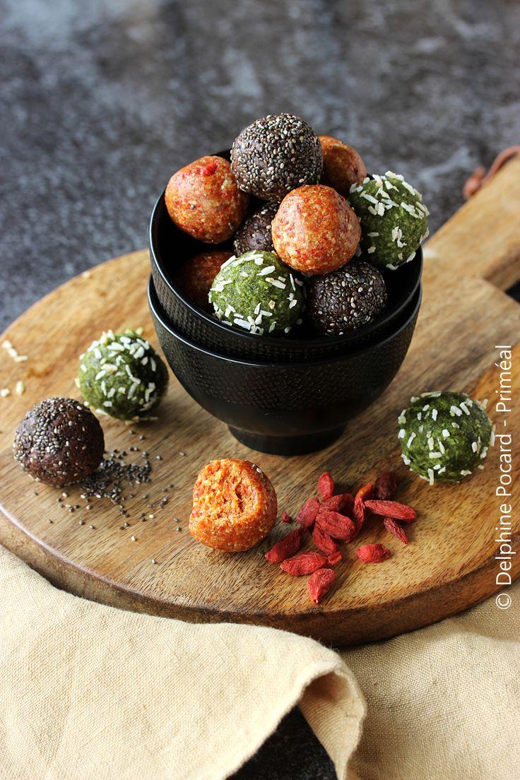 Recette végétarienne - Les boules d'énergie, à base de fruits secs et de fruits oléagineux sont bourrés de nutriments. Elles sont idéales pour les sportifs. Je vous propose trois