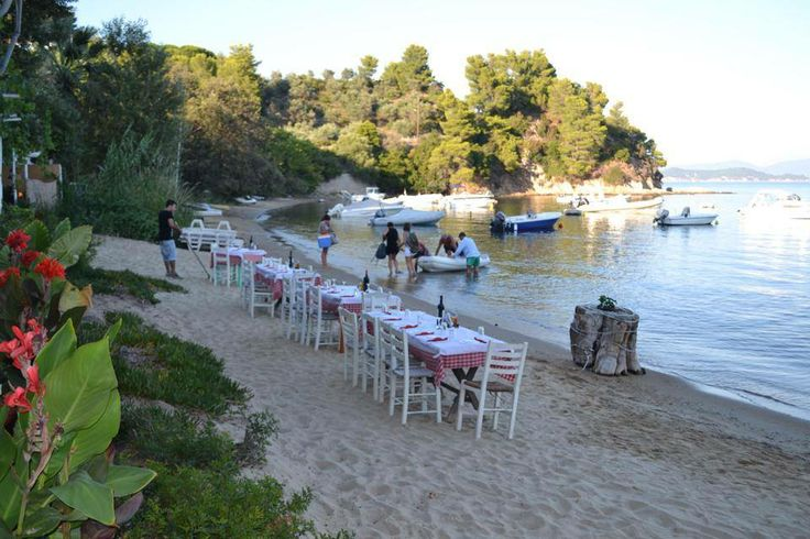 Directly on the beach for special parties - Weddings - Birthdays and much more