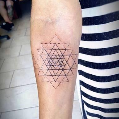 Resultado de imagen para sri yantra tattoo                                                                                                                                                                                 Mais