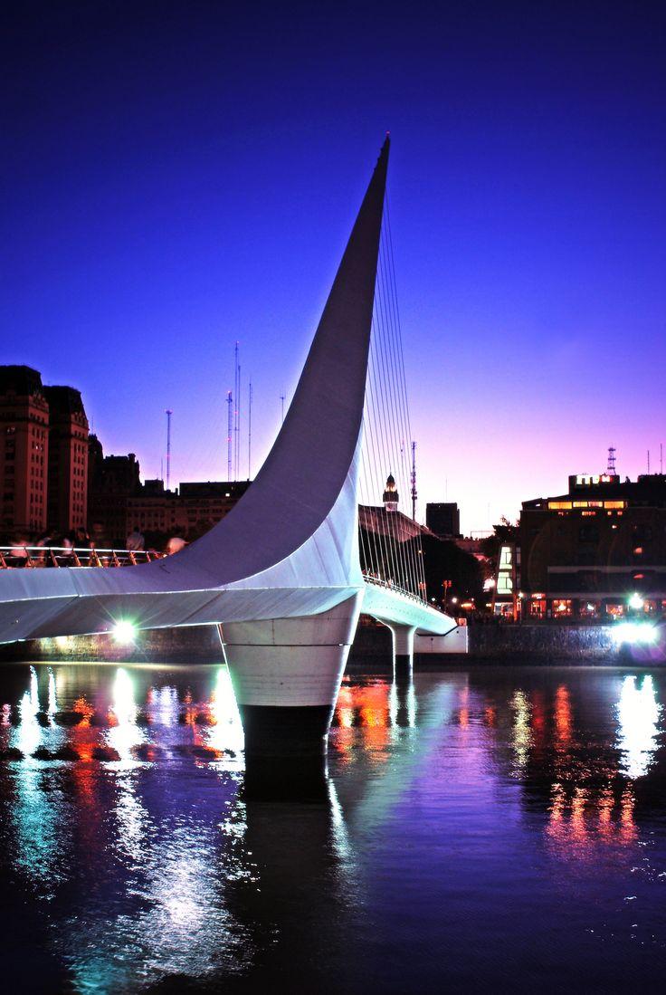 Puerto Madero, Buenos Aires, Argentina . Ponte da Mulher. Construída pelo arquiteto Santiago Calatrava.