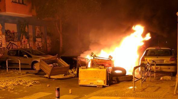 Schwere Ausschreitungen in Rigaer Straße - Barrikaden in Flammen - https://www.hirmagazin.eu/schwere-ausschreitungen-in-rigaer-strase-barrikaden-in-flammen