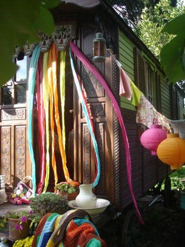 [Home challenge] Des intérieurs hors du commun : une invitation au voyage avec la roulotte vue sur La Parenthèse déco