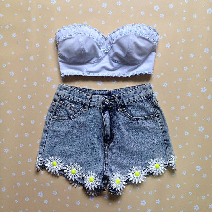 You could totally DIY these shorts! DIY daisy high-waisted shorts!