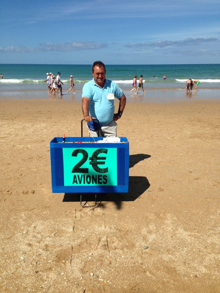 Nice work. Selling airplanes at La Barrosa Beach (Cadiz, Spain).