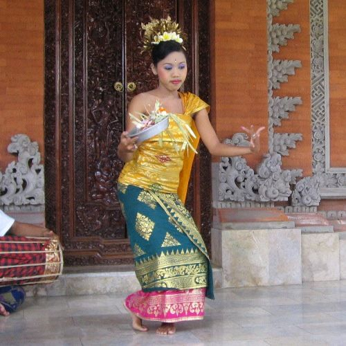 Etiquette Tips for Travelers in Bali, Indonesia - Cultural Dos and Don't's When Visiting Bali