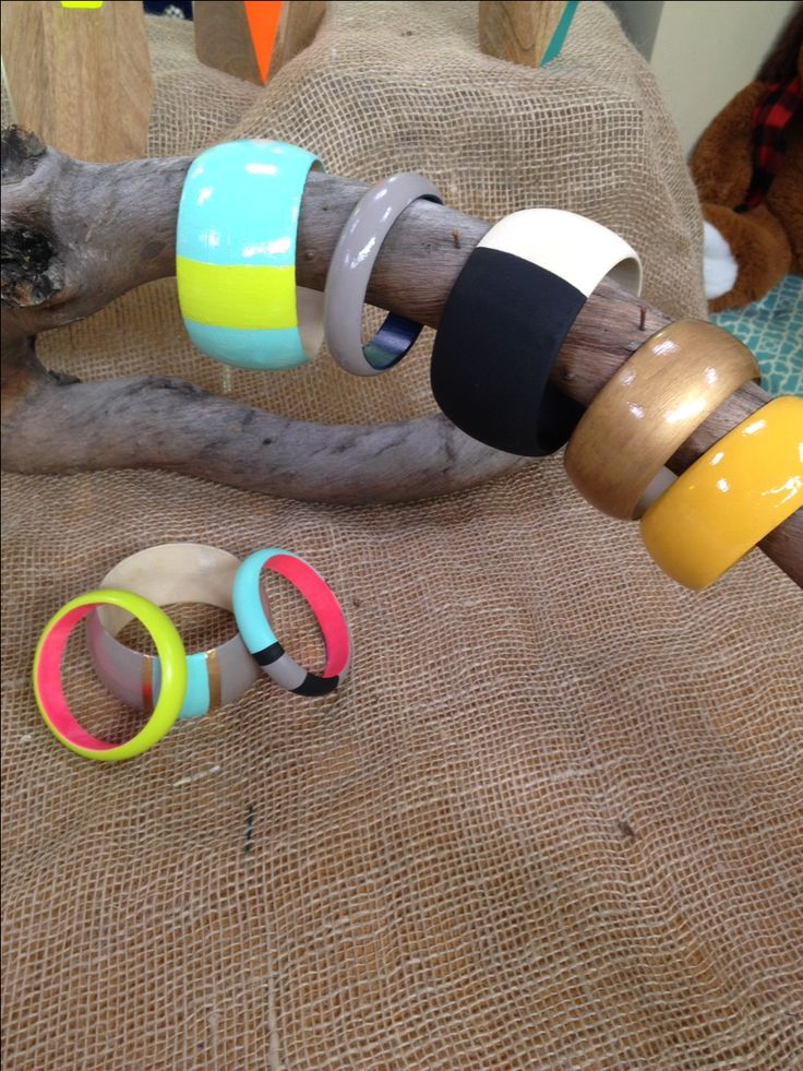 Bangle bracelets are making a comeback - how to paint our own wood bangles using stencils or color blocking!