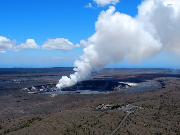 Scientists Discover Huge Magma Reservoir beneath Kilauea Volcano Jan 30, 2014 by Natali Anderson An anomalous magma chamber has been observed at 8–11 km depth beneath the upper east rift zone of one of the world's most active volcanoes – Kilauea, Hawaii.
