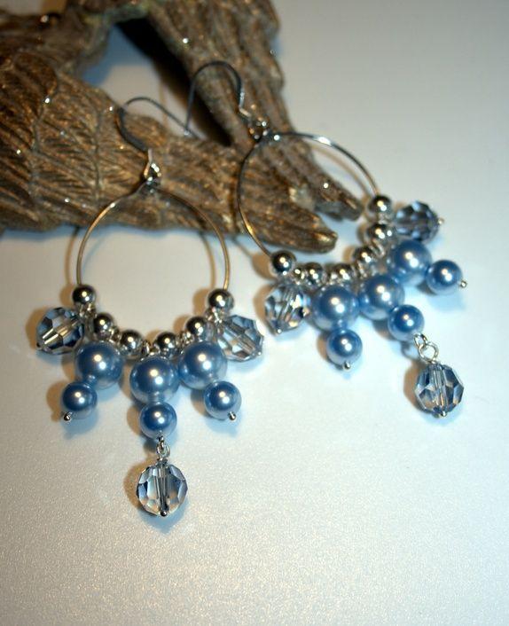 Nydelige �reringer i bl� Swarovskikrystaller og perler!