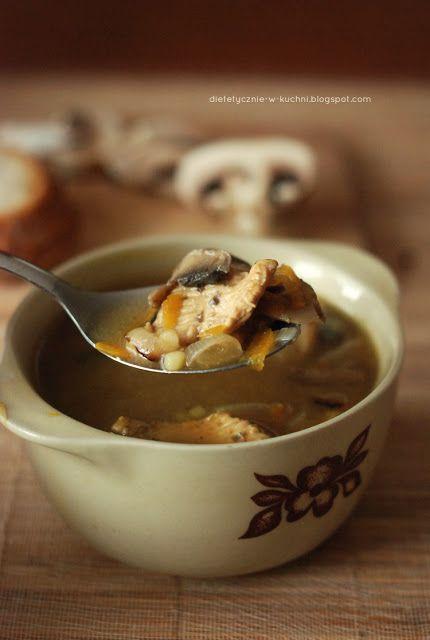 Moje Dietetyczne Fanaberie: Pikantna zupa pieczarkowa z kurczakiem i cebulą