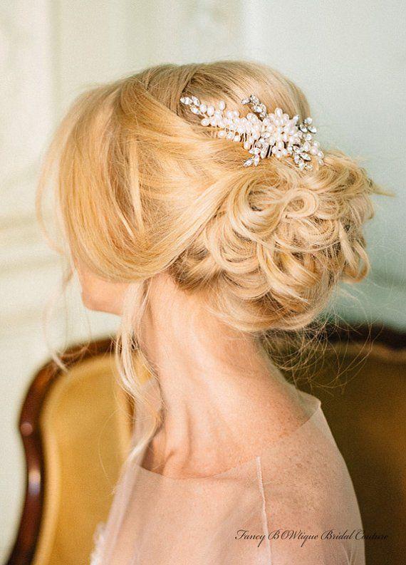Pearl wedding ideas - wedding hairpiece