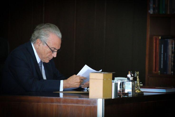 Michel Temer e seus operadores políticos alteraram a estratégia para lidar com o julgamento que pode resultar na cassação do mandato presidencial no Tribunal Superior Eleitoral. Antes da dela�...