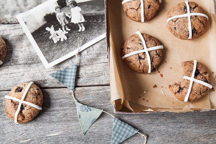 The traditional #Easter hot cross bun gets a makeover! With all the familiar flavours of nutmeg, cinnamon and mixed spices this delicious cookie is fun and easy to make.