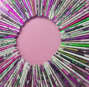 Best 25 rolled paper wreath ideas on pinterest recycled for Rolled magazine paper crafts