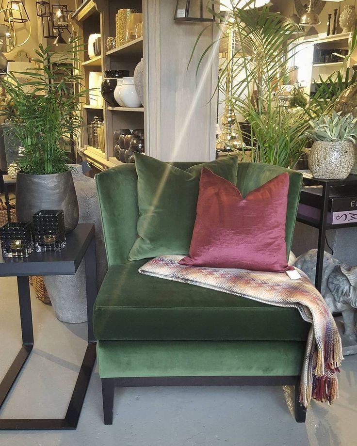 #mulpix Nor stol fra Larraga i  grønn velur! Stolen finnes i mange farger/tekstiler og valgfri farge på eikeramme og ben.  #manuellarrga  #green  #velur  #cameliainteriør  #stol  #lenestol  #missonihome  #burgunder  #lykkeligpåhaver  #lykkeligpaahaver  #