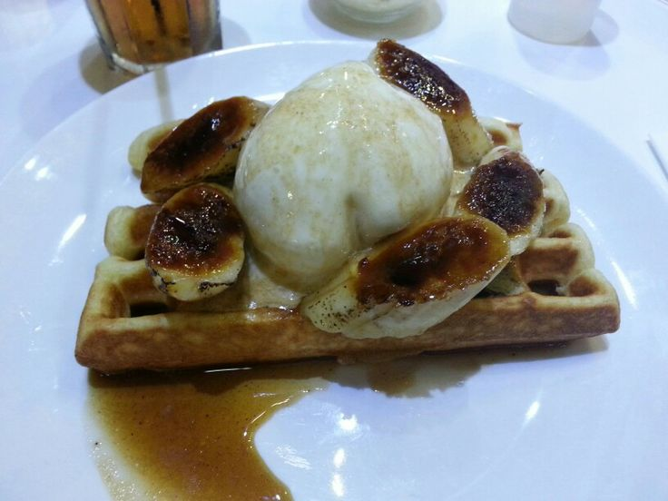 Image how a bite of crunchy waffle, vanilla ice cream and caramelized banana dancing in your mouth. It's combination of heaven and deadly sin mixed together! And the sauce is just Purrr-fect.