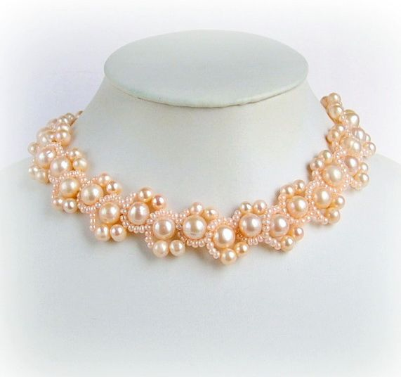 Free pattern with detailed written instructions for beaded necklace Peach Delight   U need: seed beads 11/0 pearl beads 8 mm pearl beads 4 mm 1. Start raw 1 with 2 needles. String on the thread 4 seed