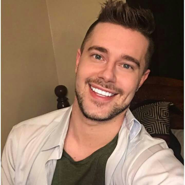 I know Chris Crocker is gay but he's so freaking gorgeous.