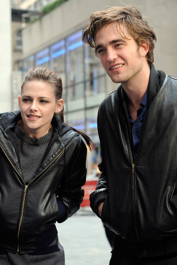 kristen stewart robert pattinson started dating Robert pattinson recalls what it was like working with kristen stewart in a new interview — and it's so sweet get the details.