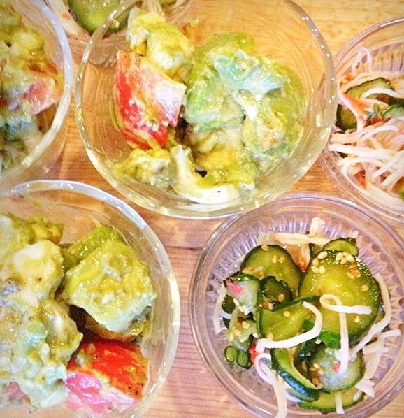 アボカドトマト卵のサラダとカニカマ、きゅうりの酢の物。 - 25件のもぐもぐ - サラダと酢の物。 by megu