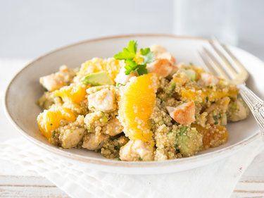 Fruchtiger Quinoa-Salat mit Hähnchen und Orangen