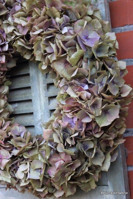 We've just made a wreath of leaves from the garden... beautiful!