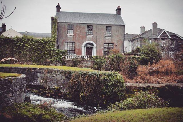 Galway, Ireland #ireland #eire #galway #irish #irishfairy #ирландия #голуэй #insta_ireland #instatravel #explore #exploretheworld #exploringireland #travel #adventures #dharma_travel #dharma #ontheroad #landscape #nature #mistery #fairy #green #archtecture