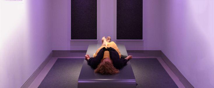 A+New+York-i+Rubin+Museum+of+Art,+amely+India+és+a+Himalája+művészetével+foglalkozik+13+év+óta,+The+World+Is+Sound+címmel+kiállítást+rendezett+a+kozmosz+első+hangjainak,+amelyeket+művészek+próbáltak+reprodukálni.  A+kiállításon+bemutatnak+néhány+régi+tárgyat+közöttük,+például+egy+18.+századi+emberi…