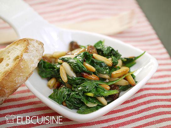 Spinat mit Pinienkernen und Rosinen als vegetarische Tapas haben mich sofort angelacht in meinem neuen kleinen Kochbuch des Hädecke Verlages, das ich letztes Wochenende in meinem Goodie-Bag gefunden habe. Über den Feiertag war ich auf einem Foodblo ...