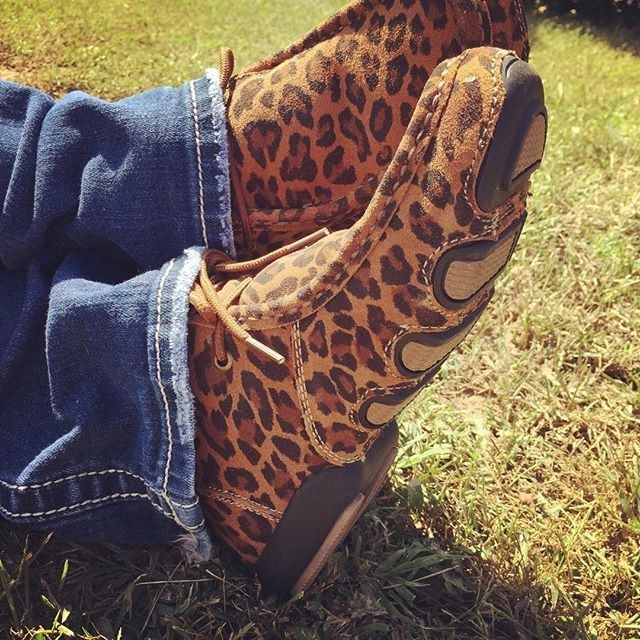 Crushing on these leopard chukka Roper shoes for the Fall days ahead