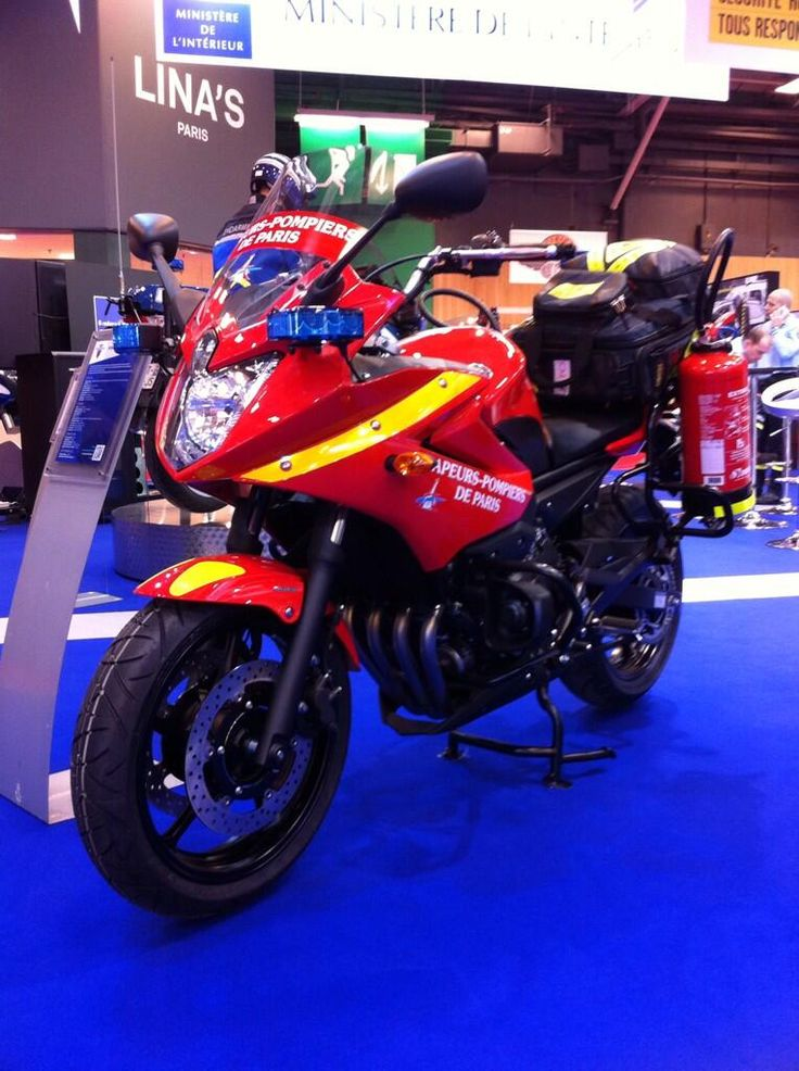 La moto Yamaha des Pompiers de Paris ✏✏✏✏✏✏✏✏✏✏✏✏✏✏✏✏ AUTRES VEHICULES - OTHER VEHICLES   ☞ https://fr.pinterest.com/barbierjeanf/pin-index-voitures-v%C3%A9hicules/ ══════════════════════  BIJOUX  ☞ https://www.facebook.com/media/set/?set=a.1351591571533839&type=1&l=bb0129771f ✏✏✏✏✏✏✏✏✏✏✏✏✏✏✏✏