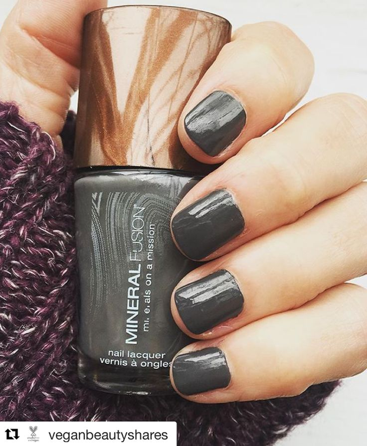"""It's October, which means it's time to break out your favorite fall sweater & fall nail polish color! We're loving this fall #manicure by @veganbeautyshares using Mineral Fusion's """"Slate"""" nail polish."""