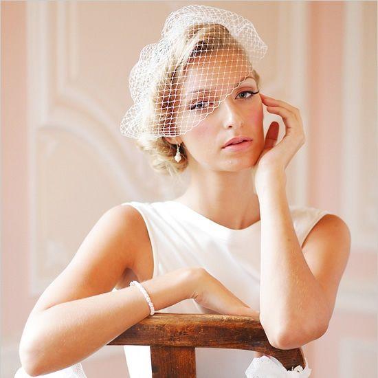 Свадебная прическа с вуалью, вуаль, прическа невесты ретро, прическа на короткие волосы