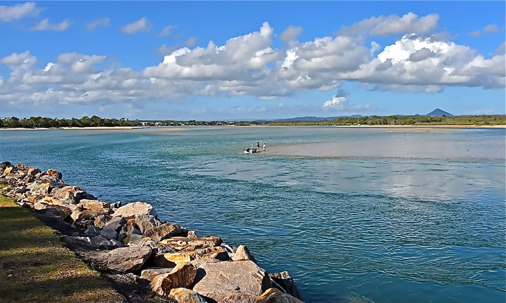 Pic taken by Noosa Fishing on the opp side of the Rivermouth