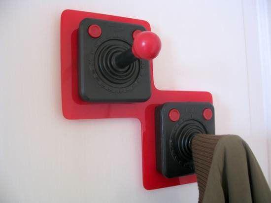 Déco chambre enfant/ado - Recycler des manettes de jeu pour en faire des patères - Joystick coat rack