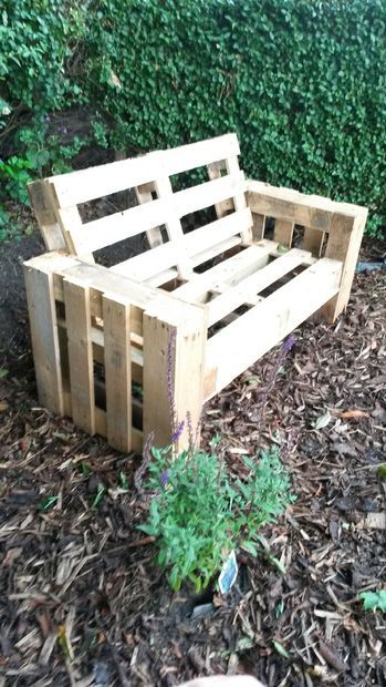 Un simple banc en palette de le jardin Outils scie ponceuse