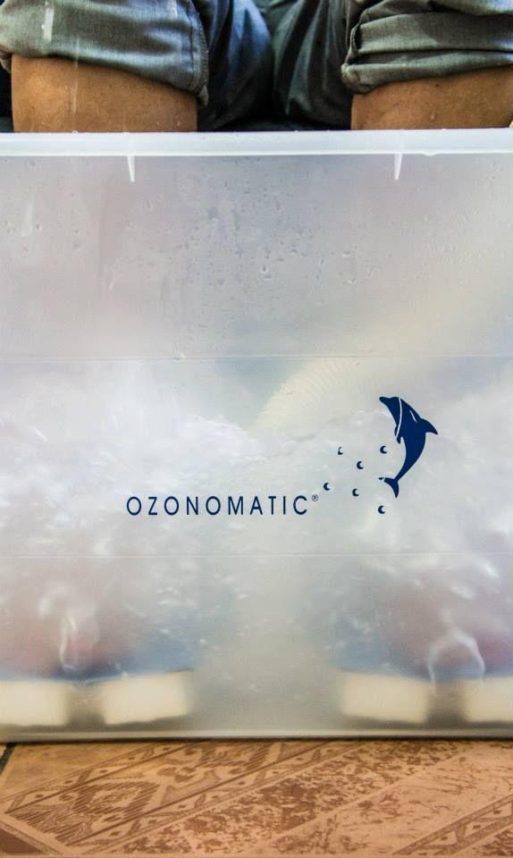 Ozon poprawia mikrokrążenie, ma właściwości troficzne, bakterio-, pierwotniako-, grzybobójcze. Kąpiele ozonowe są stosowane, jako system antystresowy, a dzięki swoim właściwościom przywracania równowagi funkcjonowania organizmu stosuje sieje w najlepszych sanatoriach. Kompiele ozonowe doskonale przeciwdziałają i zapobiegają dolegliwościom reumatycznym, układu krwionośnego i limfatycznego oraz celulitowi. Wspomagają terapie odchudzające, likwidują bóle mięśni.