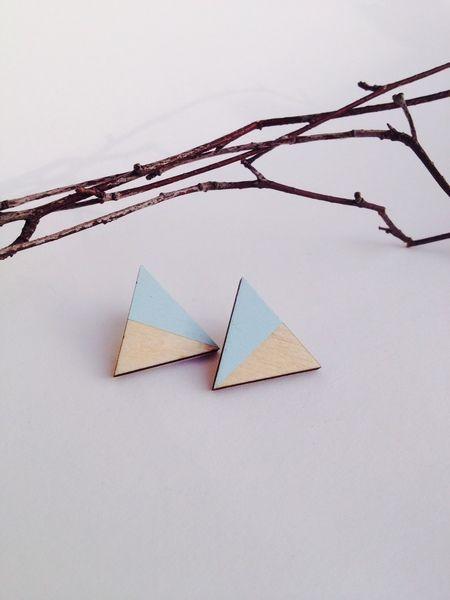 geometrische Ohrringe aus Holz splitted triangle von FLAMINGOCAT auf DaWanda.com