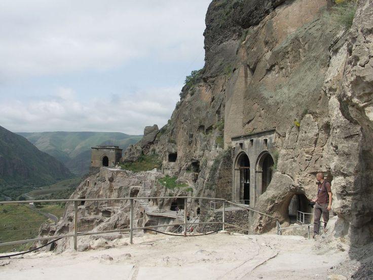 Grúzia legfőbb látnivalói közt számos akad, amelyik nem a nagyobb települések közelében, hanem a Georgia valamely rejtekében bújik meg.